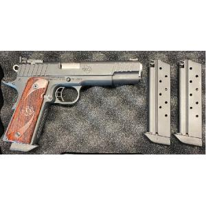 Used STI Trojan 9mm w/Extra Magazines, Magwell, Holster, Pouch, Grips and Hard Case?>