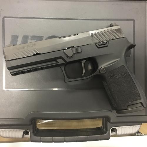 [EXCELLENT CONDITION] Sig Sauer P320 9mm with 3 Magazines?>